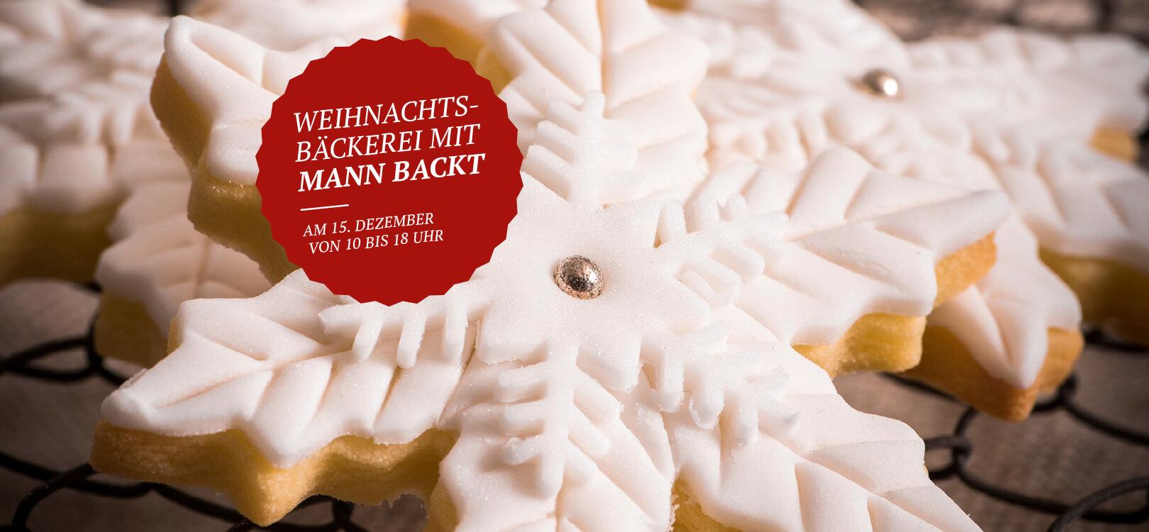 Weihnachtsbäckerei mit Mann backt