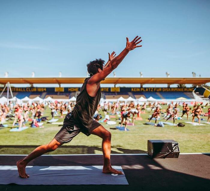 Yoga Summer Special mit Marcel Clementi am Dach des Kaufhaus Tyrol